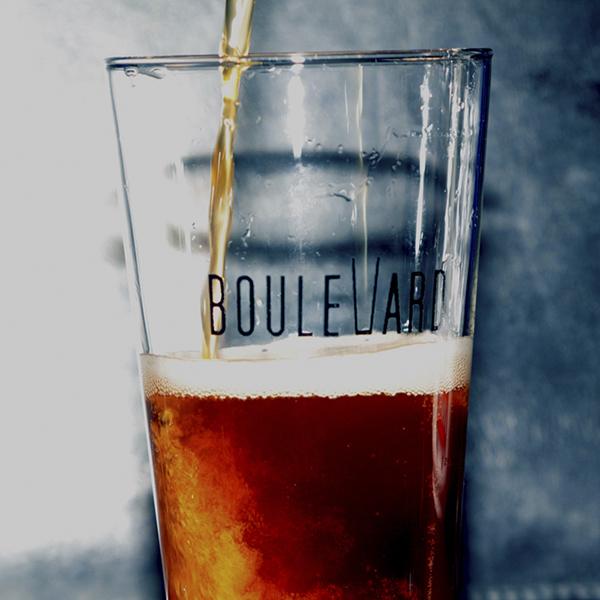 Cerveceria-Boulevard-Irun-Servir-Una-Cerveza-Romper