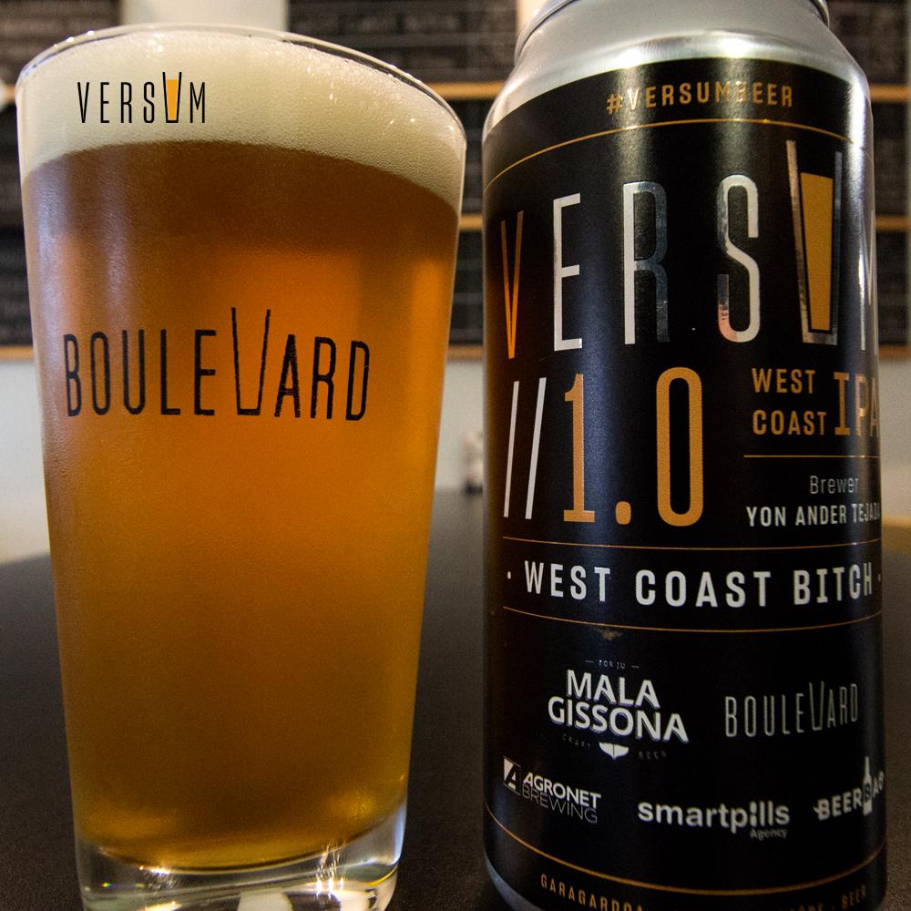 Versum Beer servida en un vaso acompañada de su lata.
